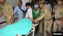 پاکستانی قیدی ثناء اللہ کو اسپتال منتقل کیا جارہا ہے
