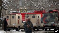 نیروهای امنیتی مسلح در مقابل دادگاه عالی افغانستان بعد از انفجار عصر سه شنبه