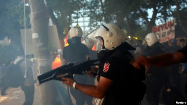 Turkish riot police enter Gezi Park at Taksim Square in Istanbul, June 15, 2013.