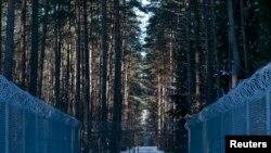 پولینڈ کے شمال مشرقی جنگل میں خاردار تاروں کی باڑ سے گھرا علاقہ جہاں خفیہ جیل کا قائم کرنے کا شبہ ظاہر کیا گیا ہے۔ جون 2014