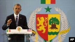 美国总统奥巴马在达喀尔与塞内加尔总统萨勒举行的记者会上