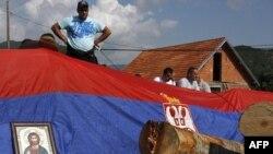 Жители сербских сел блокируют автодорогу на севере Косово. Архив. 1 августа 2011г.