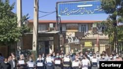 اعتراضات معلمان در ایران - تصویری از تجمع الیگودرز