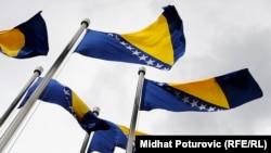 Zastava Bosne i Hercegovine ispred Parlamentarne skupštine i Vijeća ministara BiH