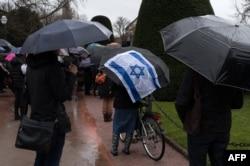 Warga Yahudi melakukan aksi unjuk rasa di Strasbourg, Perancis untuk mengenang pembunuhan seorang lansia Yahudi yang diduga karena sentimen anti-Yahudi di Perancis (foto: ilustrasi).