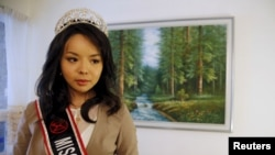 Miss World Canada Anastasia Lin poses with her crown before an interview at her home in Toronto, Ontario Nov. 10, 2015.