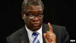Le chirurgien congolais Denis Mukwege qui répare les femmes violées dans l'est de la RDC, 11 novembre 2011.