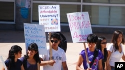 加州大学圣地亚哥分校学生抗议学费上涨