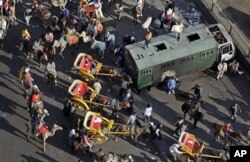 Egypte : Affrontements entre manifestants pro et anti-Moubarak