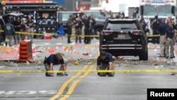 Abagira amatohoza ba FBI bari hafi y'ahaturikiye Bombe i Manhattan mu gisagara ca New York.