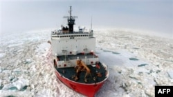 Saxalin körfəzində buzda ilişib qalmış gəmilərin xilasetmə əməliyyatı davam edir