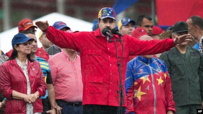 Maduro ordenó retirar en diciembre el billete de 100 bolívares, asegurando que mafias en las fronteras con Colombia y Brasil lo sacaban de Venezuela para dejar sin efectivo al país.