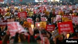 2016年11月19日首爾大批民眾抗議要求朴槿惠下台