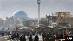 Hiện trường vụ tấn công tự sát tại Kabul, Afghanistan vào lúc người hành hương Hồi giáo Shia tụ tập gần 1 ngôi đền để dự lễ Ashura, thứ ba 6/12/2011