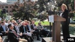 12일 미국 워싱턴 DC에서 열린 공산주의 희생자 추모식에서 일리애나 로스-레티넨 의원이 연설하고 있다. 사진=김영남 인턴기자.