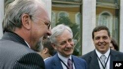 Павел Гусев, Виктор Лошак и Александр Любимов на Международной конференции средств массовой информации. Москва, Кремль. 5 июня 2006 г.