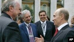 Слева направо: Павел Гусев, Виктор Лошак, Александр Любимов и Владимир Путин (архивное фото)