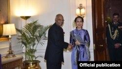 ႏိုင္ငံေတာ္အတိုင္ပင္ခံပုဂၢိဳလ္ ေဒၚေအာင္ဆန္းစုၾကည္ရဲ႕ အိႏၵိယႏိုင္ငံ ခ်စ္ၾကည္ေရးခရီးစဥ္အတြင္း လက္ခံေတြ႕ဆံုေနတဲ့ အိႏၵိယသမၼတ Ram Nath Kovind (ဇန္န၀ါရီ ၂၈၊ ၂၀၁၈) Photo: Myanmar News Agency