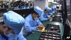 چین کی ایک ہائی ٹیک کمپنی میں حفاظتی انتظامات کے ساتھ کام جاری ہے۔ 15 مارچ 2020