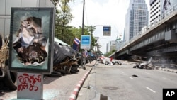 Areas of Bangkok Look Increasingly Like a War Zone, Bangkok, 17 May 2010