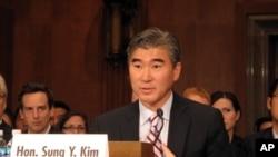 인준청문회에 참석한 성김 주한 미국대사