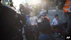 Tel Aviv'de bıçaklı saldırıda yaralanan otobüs yolcularından biri