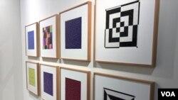 """La serie """"Neornithes"""" del mexicano Gabriel de la Mora exhibida en la galería de Proyectos Monclova de Art Basel 2019 (Foto: Antoni Belchi)"""