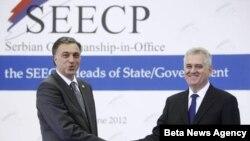 Predsednici Crne Gore i Srbije Filip Vujanovic i Tomislav Nikolic na početku samita Procesa saradnje u Jugoistocnoj Evropi, u Beogradu, 15. juna 2012.