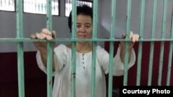曼谷移民监狱中的哎乌 (对华援助协会图片)