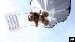 «Плюшевый десант» над Беларусью. 4 июля 2012 года
