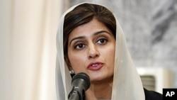 巴基斯坦外交部長希娜.拉巴尼.哈爾在喀布爾與阿富汗官員結束會談後在聯合記者會上向媒體發表講話。