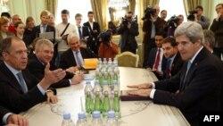 Ngoại trưởng Mỹ John Kerry hội đàm với các vị tương nhiệm phía Nga, Ả Rập Xê-út và Thổ Nhĩ Kỳ tại Vienna ngày 23/10/2015.