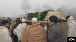 په ټوله خیبر پښتونخوا کښې د طالبانو او ځېنې ځایونو کښې د هغوي ملگرو پرضد نعرې هم ویلې شوي او اکثر پښتانه وايي د پاکستان ریاست هغوي د طالبانو جولۍ ته غورځول