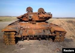 A destroyed Russian-made T-72 tank is seen on a battlefield near separatist-controlled Starobesheve, eastern Ukraine, Oct. 2, 2014.