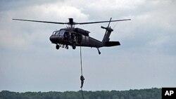 陆军黑鹰直升机(资料)