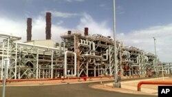 Korban tewas dalam operasi militer di komplek gas alam Ain Amenas di Aljazair meningkat menjadi 80 orang (foto: dok).