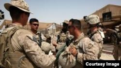 ایالات متحده برای مترجمین و افرادی که با نیروهای امریکا در عراق و افغانستان کار می کنند، ویزه ویژه ای می دهد.