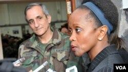 Esther Brimmer mantuvo reuniones con representantes del gobierno uruguayo, militares e integrantes de diferentes organizaciones privadas.