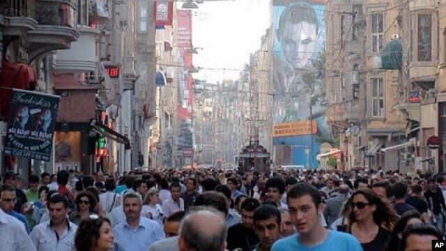 Crowded streets in  Istanbul (File Photo)