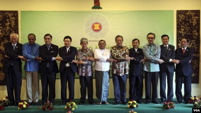 Participants in the ASEAN meeting in Bagan, Burma, Jan 17, 2014.