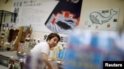 جاپان میں بڑی عمر کے افراد عموماً نئی چیزیں اپنانے سے ہچکچاتے ہیں۔ (فائل فوٹو)