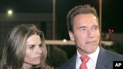 Former California Governor Arnold Schwarzenegger and wife Maria Shriver (file photo)
