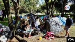 Migrantes venezolanos en campamentos en Bogotá