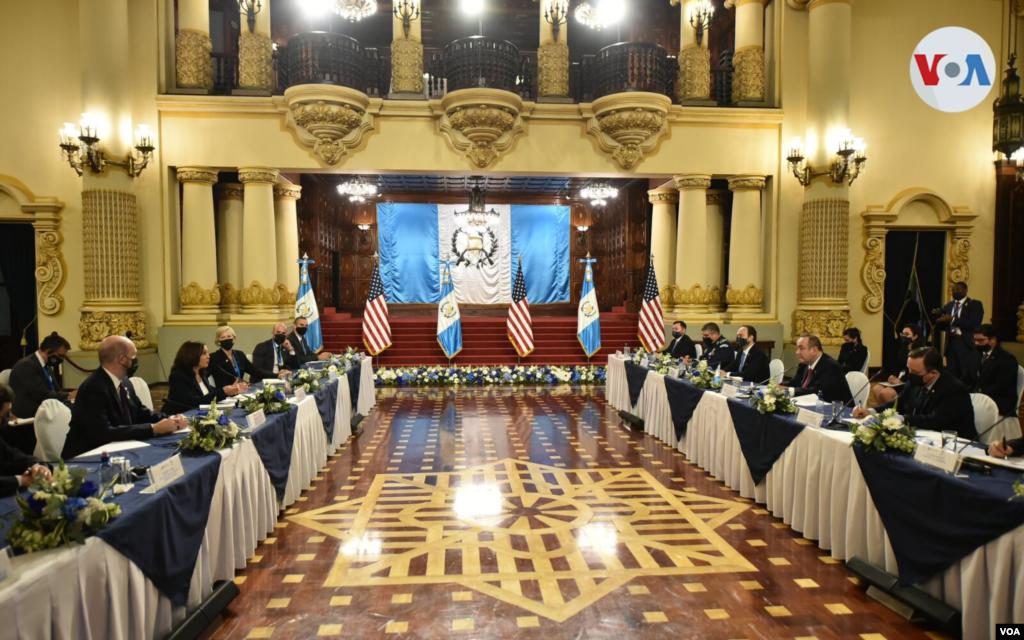 Reunion en el Palacio Nacional, sede del Gobierno de Guatemala. Foto: Presidencia de Guatemala.