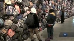Страшна реальність життя нелегальних іммігрантів відображена у виставці «Вийнятковий стан». Відео