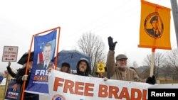 Manning podría enfrentar una condena de cadena perpetua en caso de ser encontrado culpable.