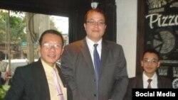 Nhà hoạt động Võ Quang Thuận, tùy viên chính trị đại sứ quán Mỹ David Muehlke, và nhà hoạt động Nguyễn Văn Điển. (Facebook Hội Anh Em Dân chủ)