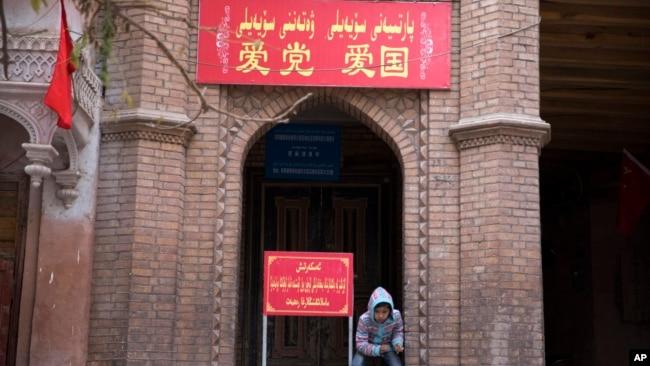 纽约时报:中国打击维吾尔知识分子以消灭维族文化认同