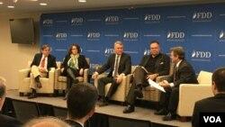 از راست: کلیفورد می، روئل مارک گرکت، مایکل دورن، سوزان ملونی، استیو سایمن