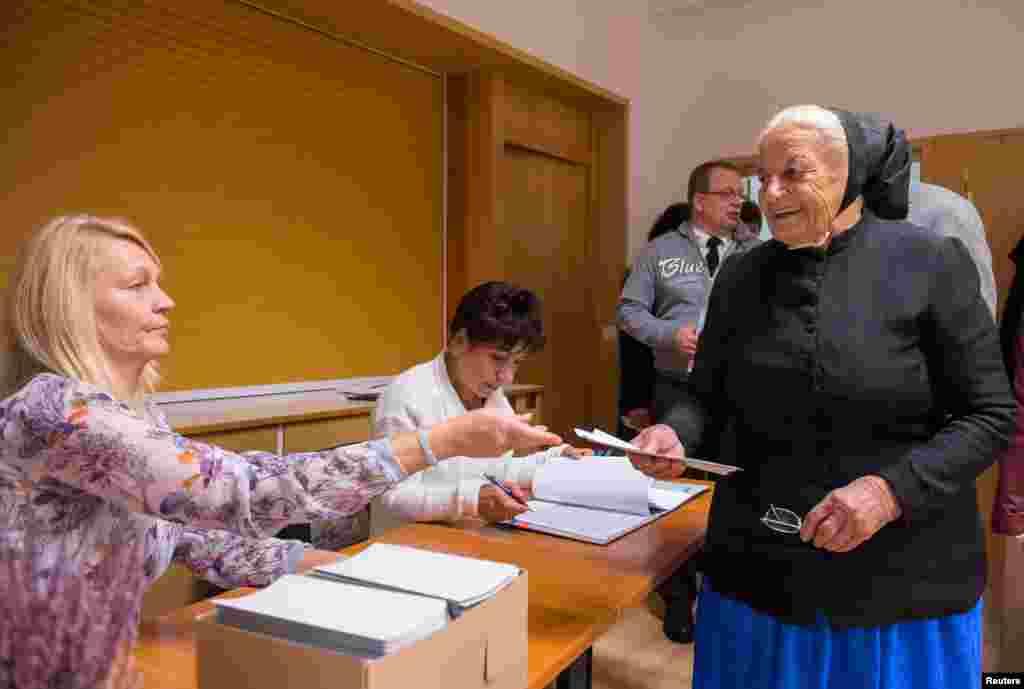 جرمنی کی پارلیمان میں جگہ بنانے کے لیے کسی بھی جماعت کو کم از کم پانچ فی صد ووٹ حاصل کرنا ہوتے ہیں